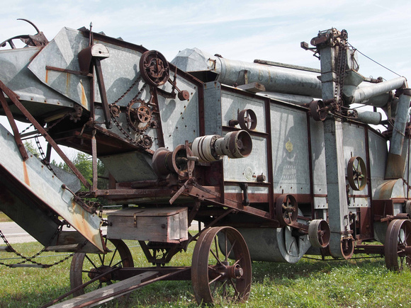 IHC-Threshing-Machine-Front-Angle