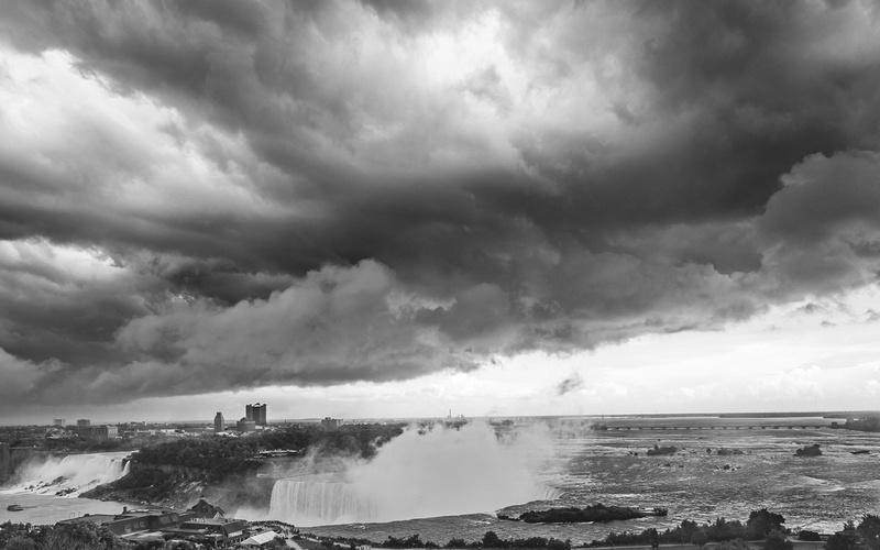 Threatening-Skies-over-Niagara-Falls