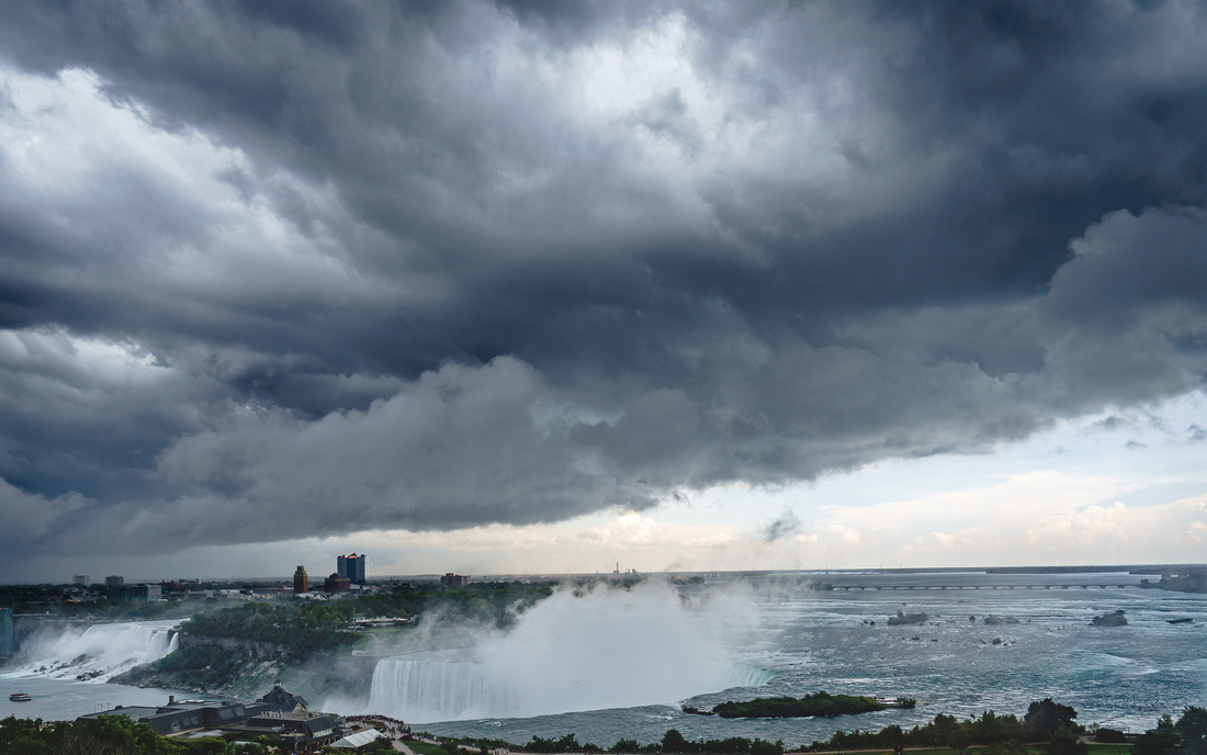 Threatening-Skies-over-the-Falls
